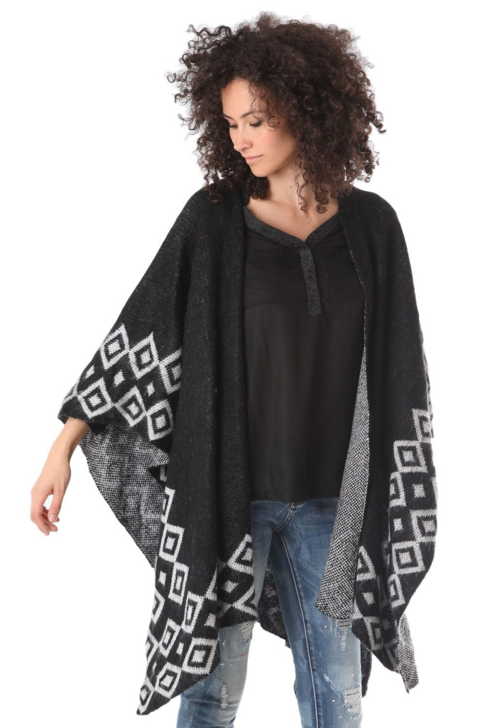 I have a poncho like this and wear it daily!!